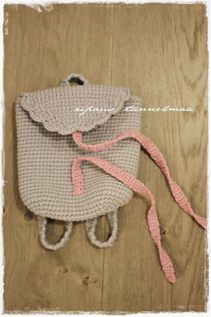 a touch of atmosphere: a crocheted backpack