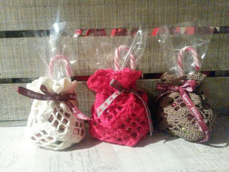 Heklet julepose. Med et glass i blir det lyslykt. Crochet for christmas with treats. With glass inside, its å beautiful lantern.