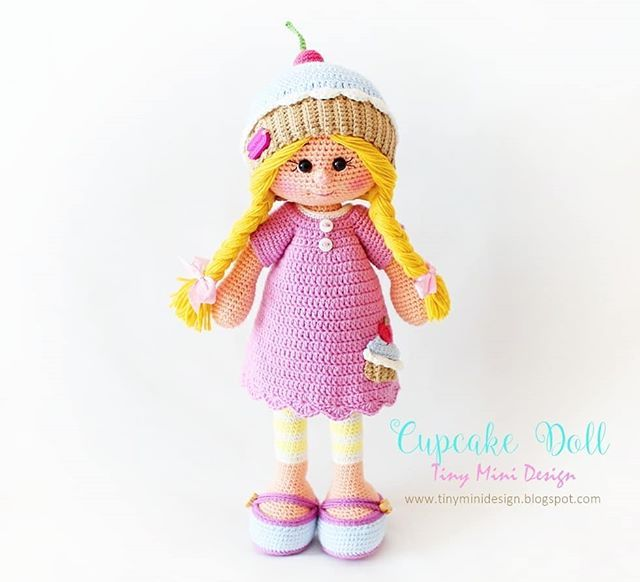 Amigurumi crochet doll pattern: Gloria with realistic bottom | 582x640