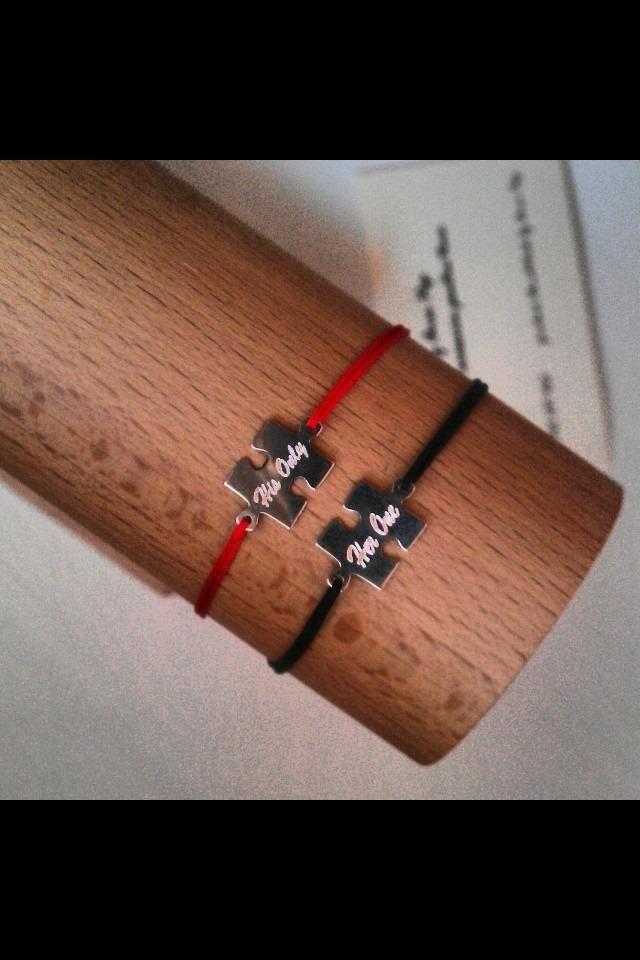 Set de bratari His Only & Her One din snur de matase si accesorii din argint in forma de piese de puzzle. Sunt ideale in semn de iubire!