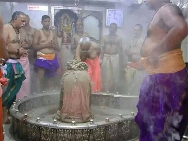 On this auspicious month of Shravan chant the Mahamrityunjay Mantra of Lord Shiva.  ॐ त्र्यम्बकम् यजामहे सुगन्धिम् पुष्टिवर्धनम् । उर्वारुकमिव बन्धनान् मृत्योर्मुक्षीय माम्रतात् ।।  http://www.rudralife.com/index.php