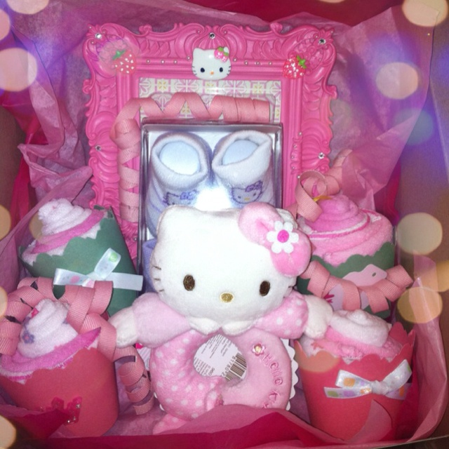 Hello Kitty Baby Gift Sets : Hello kitty baby shower gift set my very own
