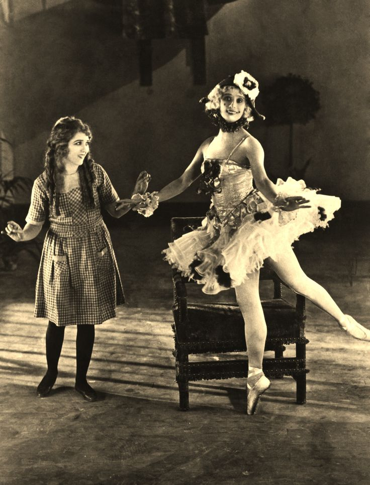 Mary Pickford on the set with Anna Pavlova.Anna's Movie.Mary is visiting.