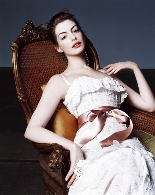 Anne Hathaway- love the make up