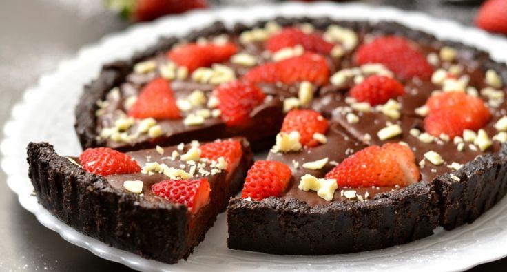 Sütés nélküli csokoládés-epres pite recept