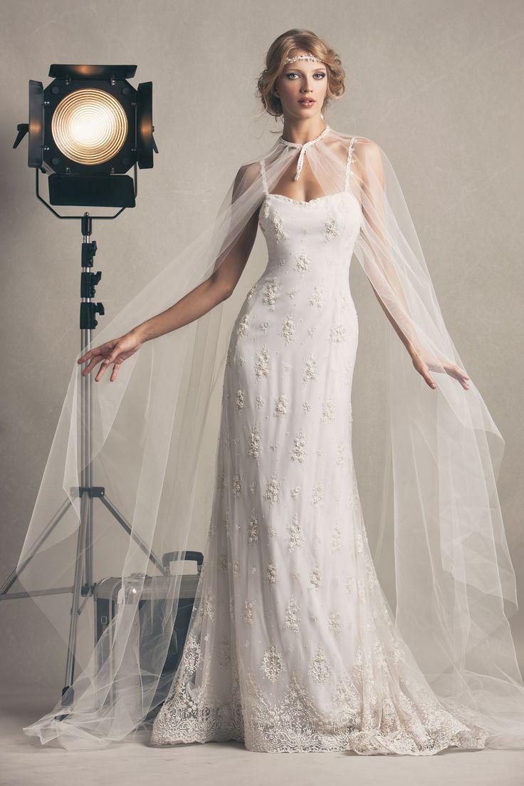 Veronica, abito da sposa interamente ricamato e con cappa in tulle e ricamo. #marsilmodasposa #weddingdress #bridaldress  #madeinitaly