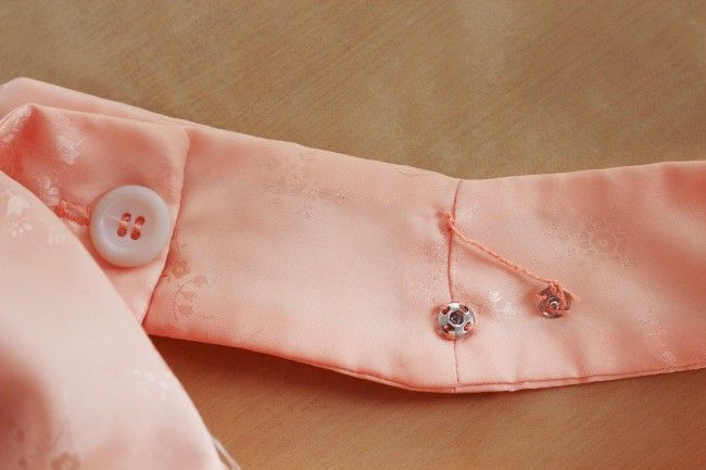 How to make thread belt loops + Lingerie guards to keep bra straps from sliding out. Awesome tip!