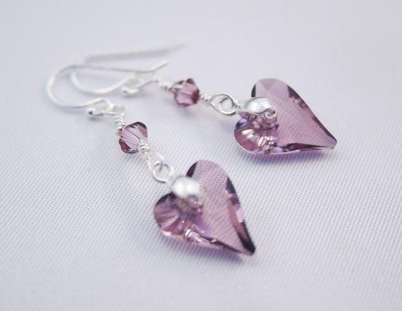 Fülbevaló inspiráció #Swarovski Vad Szív medálokból, és XILION #Bicone gyöngyökből Antique Pink színben.