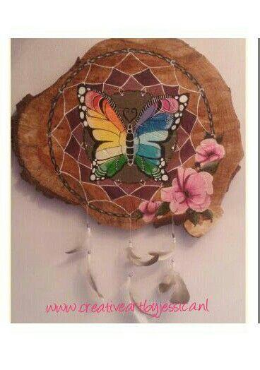 boomstamschijf dromenvanger dreamcatcher met vlinder en bloemen schilderij Www.creativeartbyjessica.nl