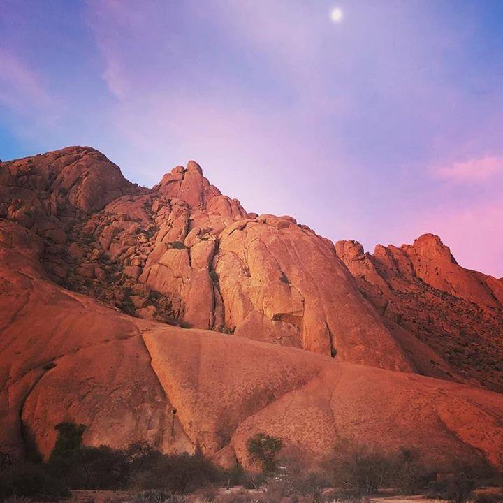 The moon is setting above our camp at Spitzkoppe. Can you spot the Landy? #exklusive_shot #trb_autozone #carsofinstagram #automotivegramm #carstagram #ptk_vehicles #getoutside #getoutstayout #exploremore #theglobewanderer #letsgosomewhere #afrika #igs_africa #afrique #landrover #4x4van #overlandafrica #vanlife #campervanlife #namibia http://ift.tt/2kyW6x0