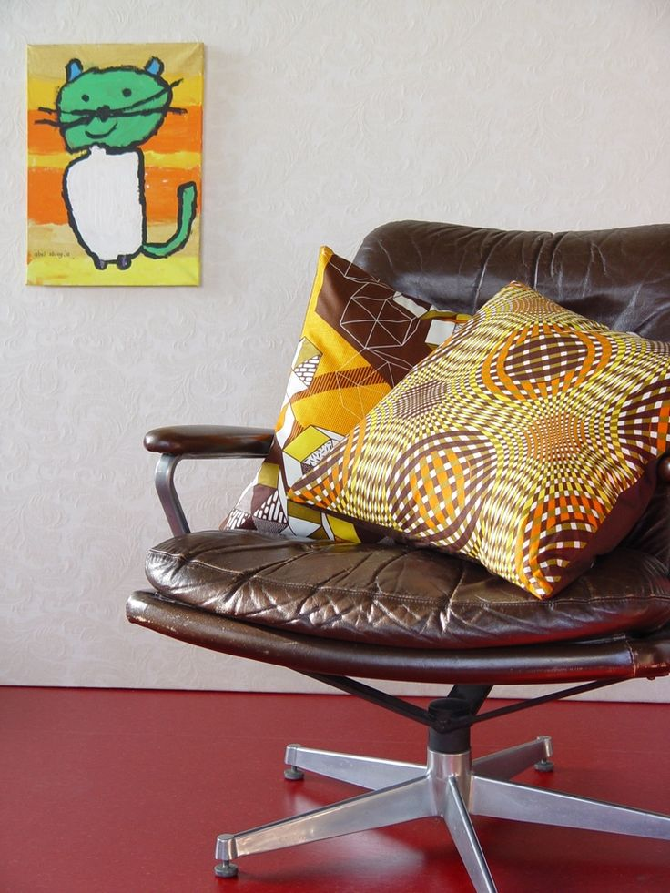 Lekker retro!  Kussenhoezen bruin - oranje. Vlisco for the home.