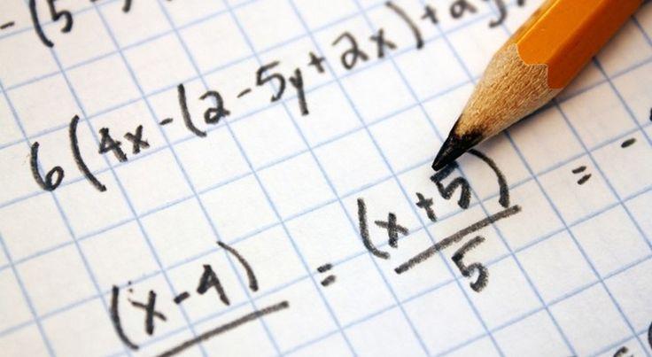 В книге «Магия чисел» рассказывается о десятках трюков, которые упрощают привычные математические операции. Оказалось, что умножение и деление в столбик — это прошлый век, а есть гораздо более эффективные способы деления в уме.
