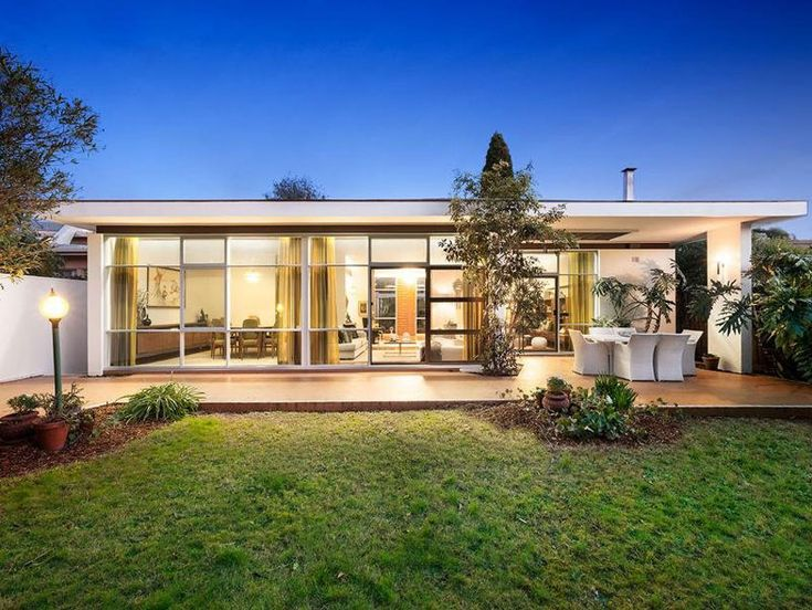 This mid century Melbourne house by Holgar & Holgar is right there ...