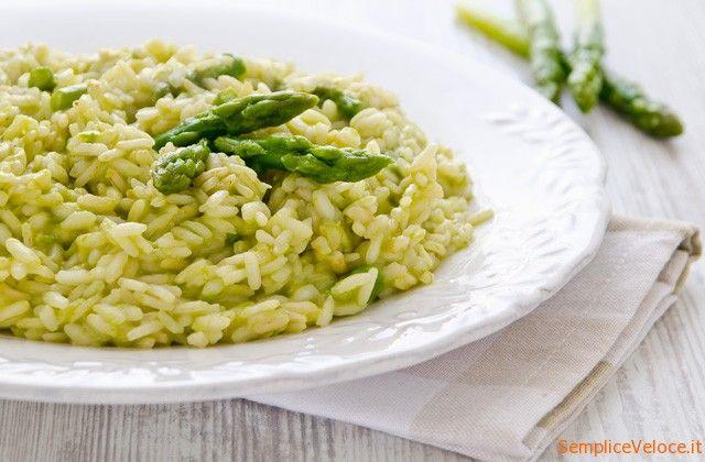 il Risotto agli asparagi è un piatto dal sapore ben definito anche se non eccessivamente preponderante.Molto semplice da preparare provatelo