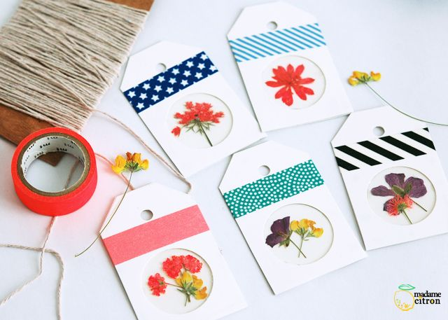 Gift tags tags using dried flowers