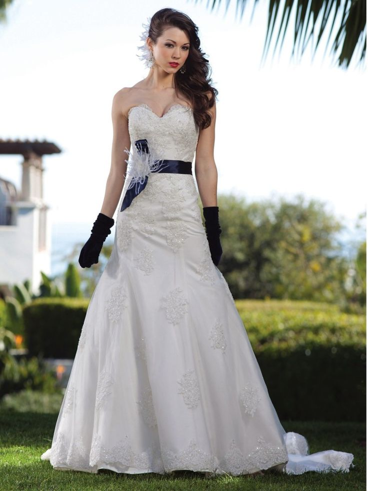 Stylish Beach Wedding Dresses With Gloves