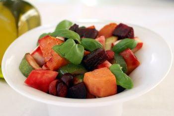 Varm rodfrugt salat med rødbeder gulerødder jordskokker broccoli