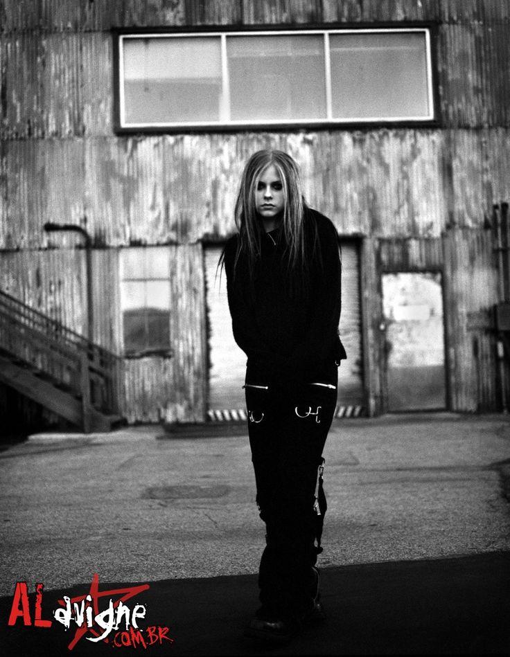 Avril Lavigne Under my skin age