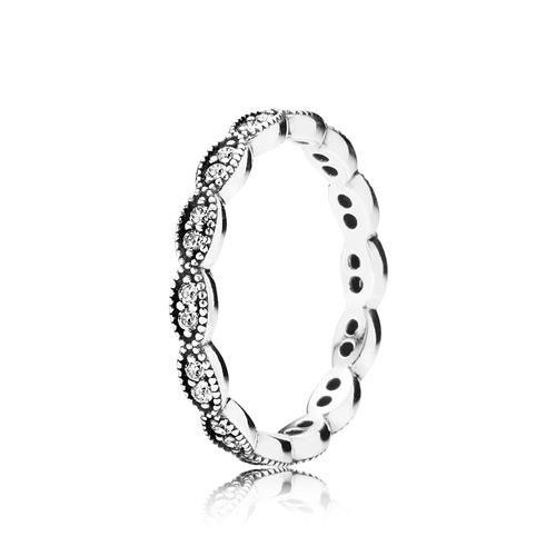 Anel de Prata Delicada Folha Encantada - Pandora R$265