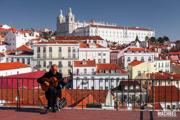 La Alfama es Lisboa, la auténtica, la que resistió el terrible terremoto que asoló la ciudad en 1755, el máximo exponente de la decadencia armoniosa portuguesa. En cualquier rincón se aprecian los más de 400 …
