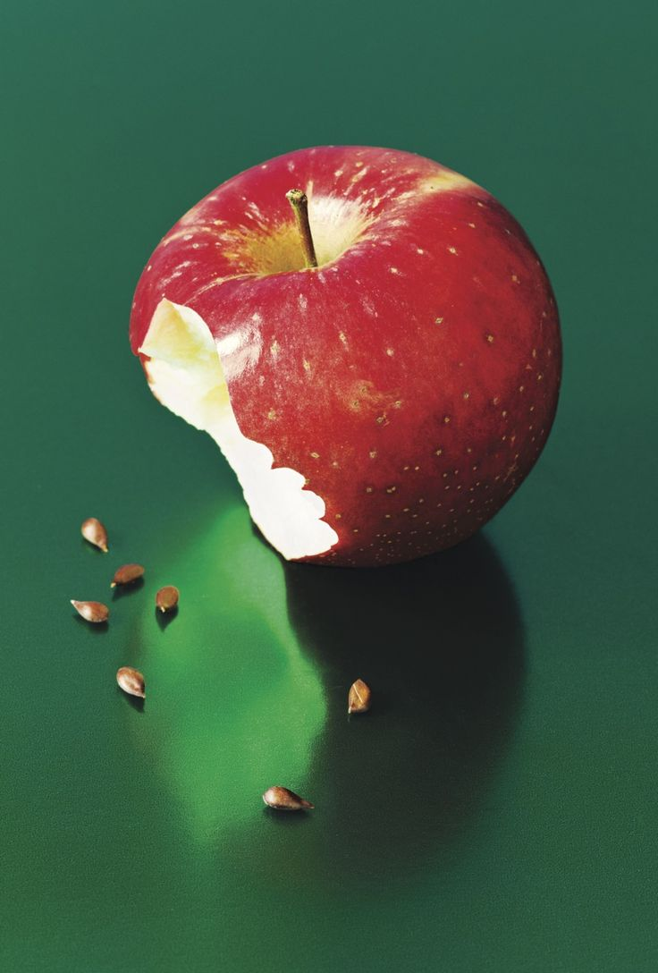 Crunch - The New Yorker / a story about apples