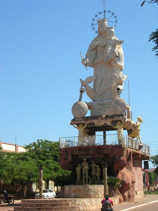 Concepcion, Paraguay   The 'interesting' statue of 'El Madre'