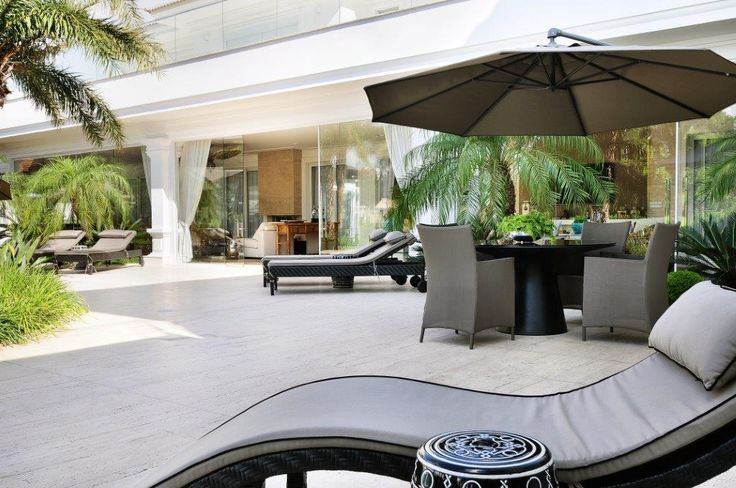 Piscina #areadelazer #espreguicadeira #ombrelone #paisagismo #quintal #arquitetura #decoracao #casa #home #architecture #interiores #projeto #decor