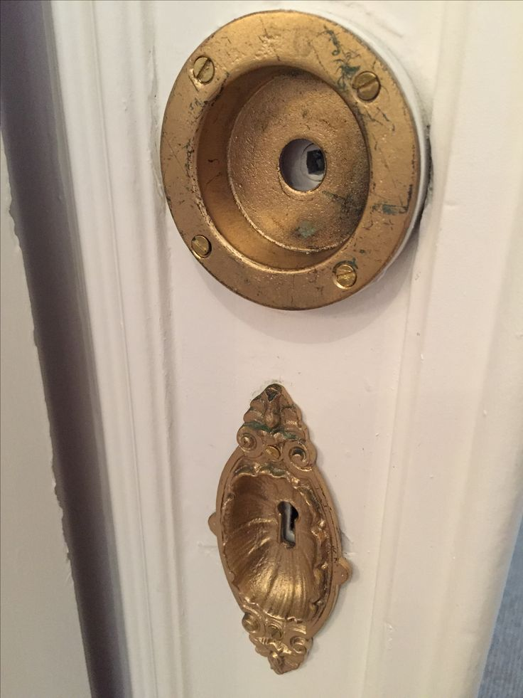 Kopierade dörrbeslag av original, gelbgjutare