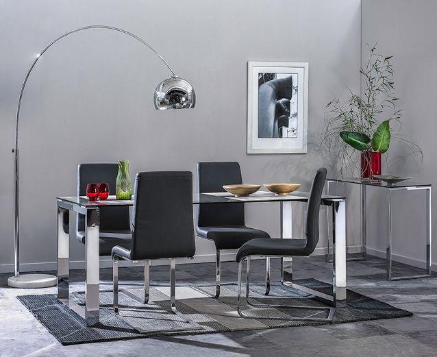 Vidrio y cromado, ideal para crear espacios livianos y limpios.