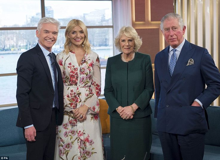 The sofa's looking very regal this morning! A suited-and-booted Phillip Schofield and Holl...