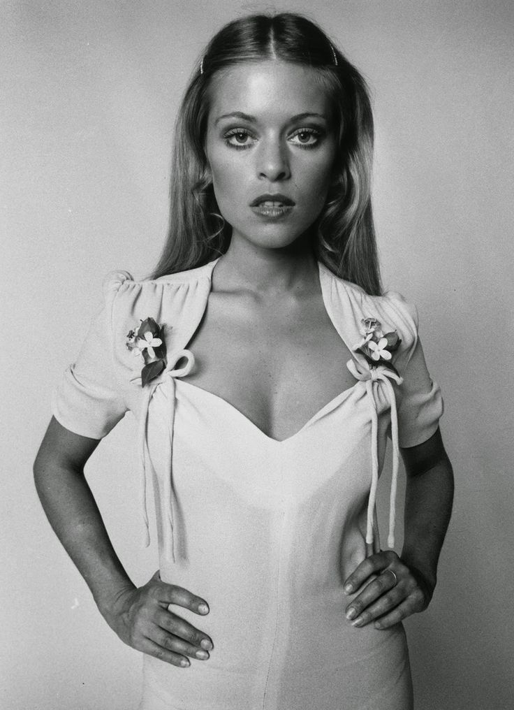 1970. Edina Ronay models a dress by Ossie Clark with sweeheart neckline and ruched sleeves. (Getty Images)