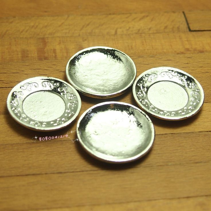 4,45 - Dollhouse Miniature 1:12 Toy Kitchen 4 Pieces Metal Plates Diameter 2.4cm X0449