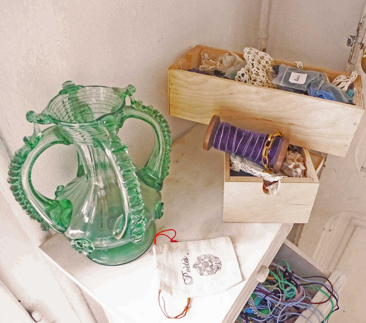 www.poetesbcn.com #decoration #studio #workspaces #barcelona #jewellery #vintage