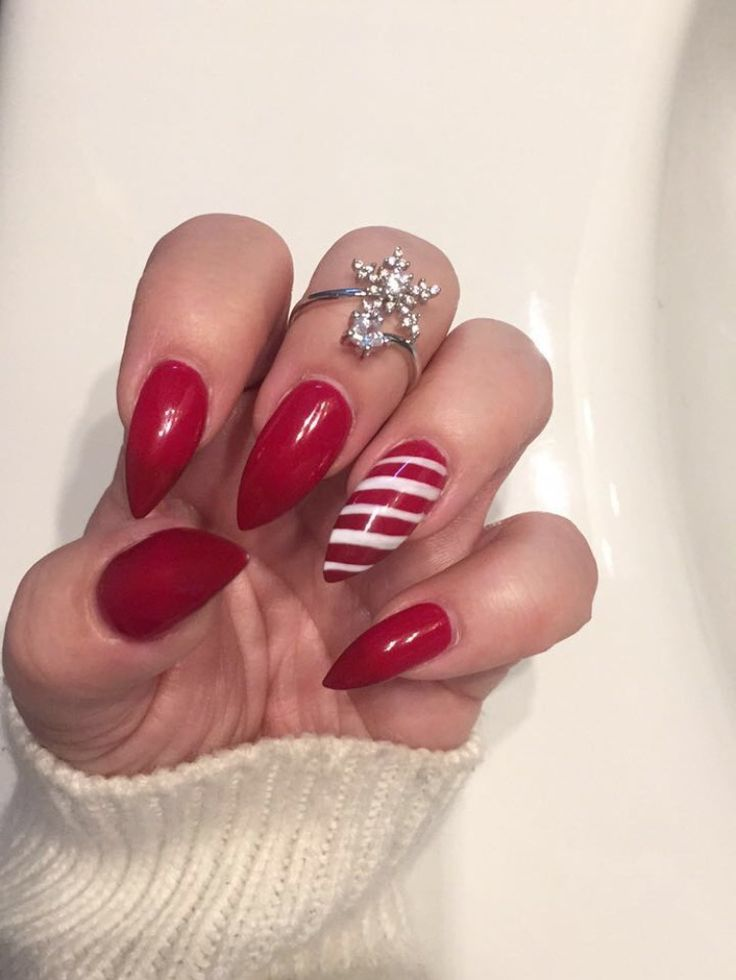 My candy cane nails ❤️🎄 #christmasnails