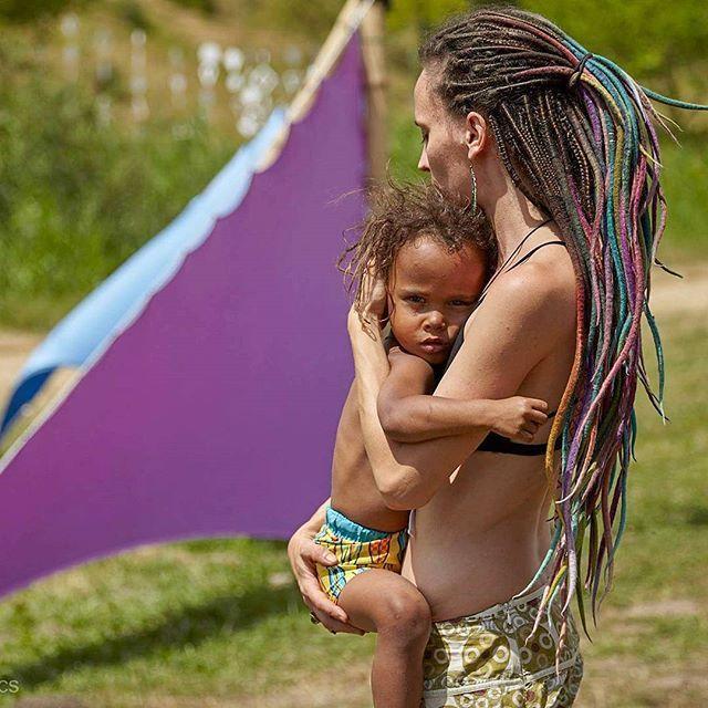 us at samsara fest he felt asleep right after the pic  #fairylocksbyyilonne #boho #bohostyle #bohochic #beautydreadlocks #gypsy #gypsystyle #bohem #bohemian #boheme #wonderlocks #dreadgoals #fairy #hippy #hippyhair #hairjewelry #hairwraps #psychedelic #hairstyle #tribal #tribaljewelry #tribalhair #peacock #festivalwear #samsarafestival #namaste #goatrance #unique