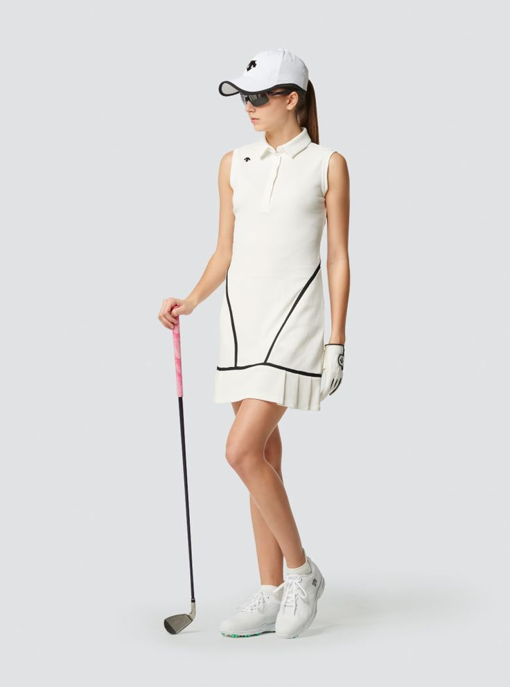 Descente Golf|ストレッチ インナースパッツ付 ワッフルワンピース | ストレッチ性が高く、ライン使いが特徴的なインナー付きスリーブレスワンピース。女性らしさを引き立てるフリル使いもデザインポイント。