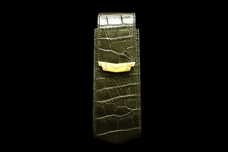 Vertu Signature S Design Mobile Phone Cover Case MJ Exotic Leather Edition Crocodile Green Go. The cover for Vertu is made of skin of a crocodile with ussage of gold accessories. Also the choice of other precious metal and other type of exotic skin is possible. The complete set with additional accessories in unique style is possible.   http://exclusive-mj.com/en/