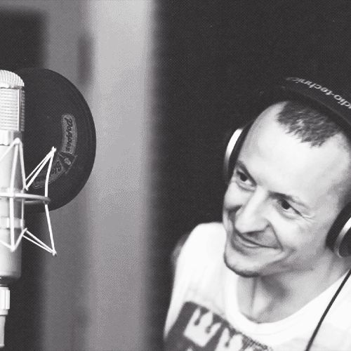 Chester Bennington and his smile :-) << gonna miss that smile in this world...