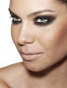 maquiagem olhos esfumados sombra preta E a maquiagem fica assimmmmm lindaaaaaaa. Ah quando digo que maquiagem é tudo de bom!!!!!!!! tem gente que não acredita;)