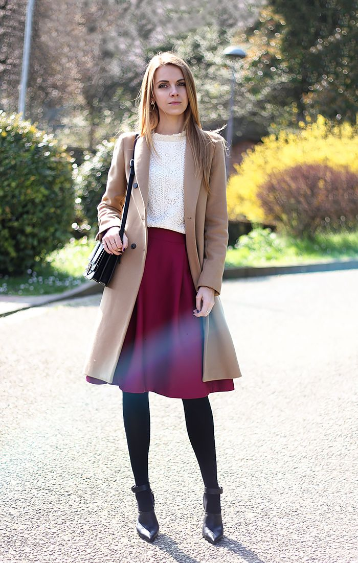 Combine a midi skirt with a coat that is almost the same length as your skirt to make the outfit more of a whole. This will make you look taller!