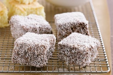 :: loving Australian lamingtons ::