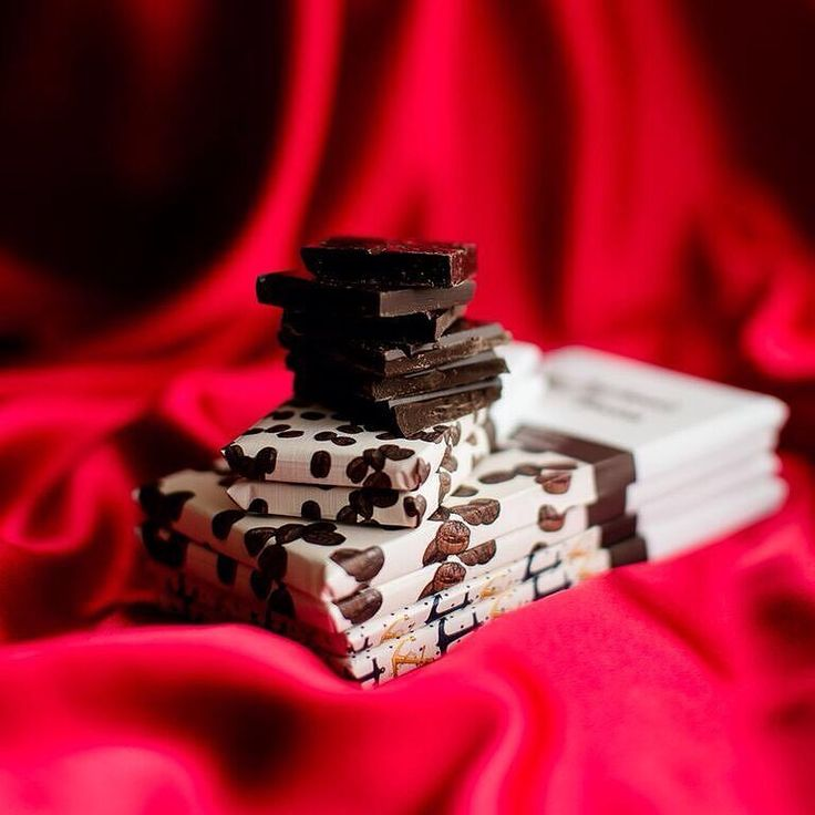 It's less than 3 weeks to Valentines' Day but don't worry there's still time to get that perfect gift! Visit us today: Aschenti.com #gift #sneakpeek #nomnom Photo credit: @filippovaphotography