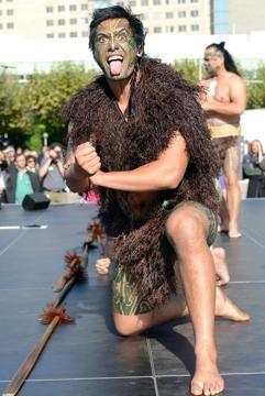 La Stampa - I maori sbarcano a Francoforte per una performance