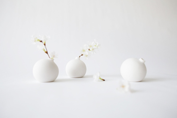 Small porcelain bud vase by Stephen Green and Yu Ito of Tokyo Craft Studios. Japan