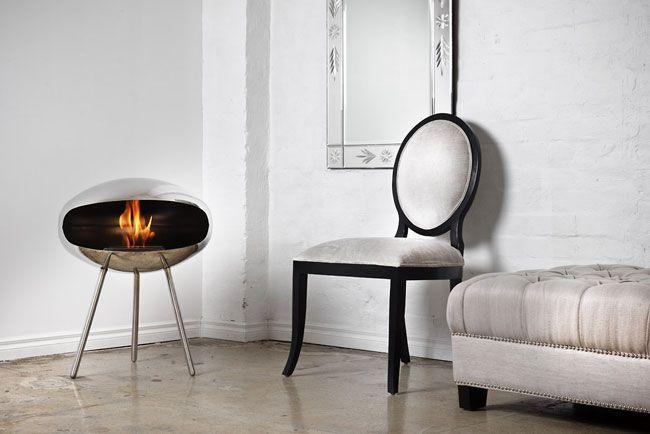 Feuerstelle Terra Stainless Steel von Cocoon FiresAngenehme Wärme spendet die Feuerstelle Terra Stainless Steel, die vom peruanischen Designer Frederico Otero für Cocoon Fires entworfen wurde. Sie eignet sich hervorragend als Heizung, denn das mit einem rauchfreien Biobrennstoff erwärmte Gehäuse aus Edelstahl sorgt dafür, dass die Wärme optimal im Raum zirkuliert.Aufgrund ihrer Grösse von 76 cm kann sie im kalten Zustand leicht transportiert werden. Auf diese Weise kann sie in jedem…
