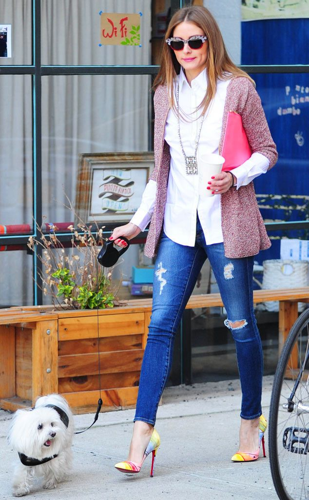 Olivia Palermo / here's a great exemple of wearing the long necklace on the crisp white shirt!