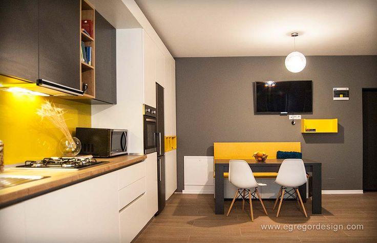 amenajare si mobilare apartament cu doua camere loc de luat masa sticla galbena pe perete