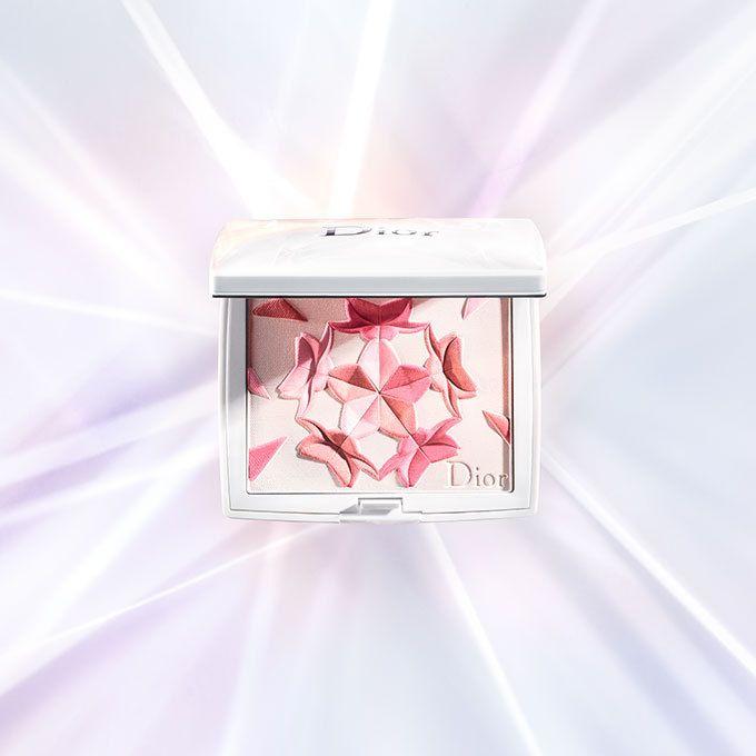 ディオール(Dior)は、「ディオール スノー メイクアップ」を2017年2月17日(金)より発売する。春の訪れを感じさせる「ディオール スノー メイクアップ」からは、新しいコンパクトファンデーション...