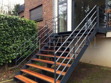 Les 25 meilleures id es de la cat gorie escaliers m talliques sur pinterest - Escalier metallique exterieur en kit ...