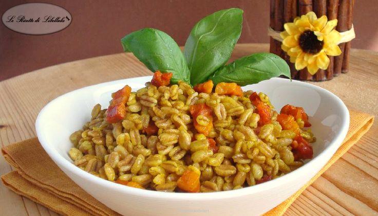 Ricetta per realizzare un primo piatto leggero e gustoso: farro con zafferano e pancetta.